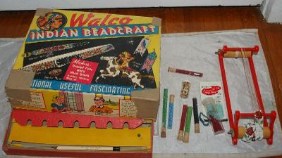 VINTAGE 1935 WALCO INDIAN BEADCRAFT 210 AND BEAD LOT