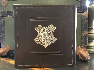 Universal Studio Wizarding World of Harry Potter Hogwarts Crest 200 Photos Album