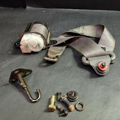 2001 Kia Sportage Rear Driver Side Seat Belt Retractor Assembly with Bolts, Gray