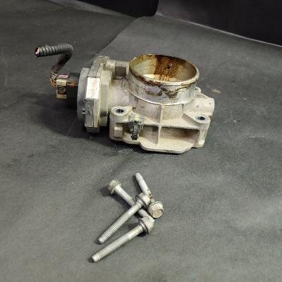 Fuel Injection Throttle Body Assembly with Mounting Bolts, General Motors