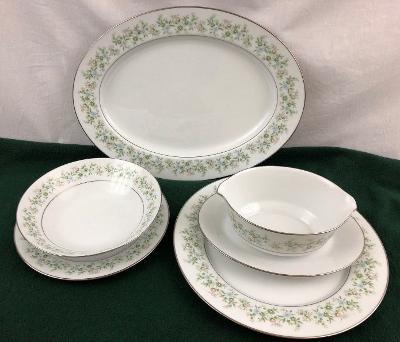 Noritake Savannah 2031 Pick Your Piece Plates Platter Gravy Bowl