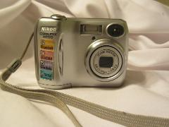 Nikon Coolpix 3200 3.2MP Digital Camera with 3x Optical Zoom (...