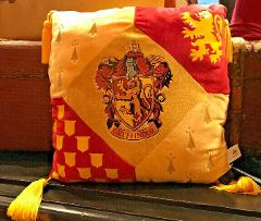 Universal Studios Wizarding World of Harry Potter Gryffindor L...