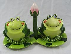 3 Piece Ceramic Frog Salt & Pepper with Lily Pad Set NEW