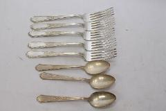 1847 Rogers Bros Ancestral Dinner Forks and Teaspoons Silverpl...
