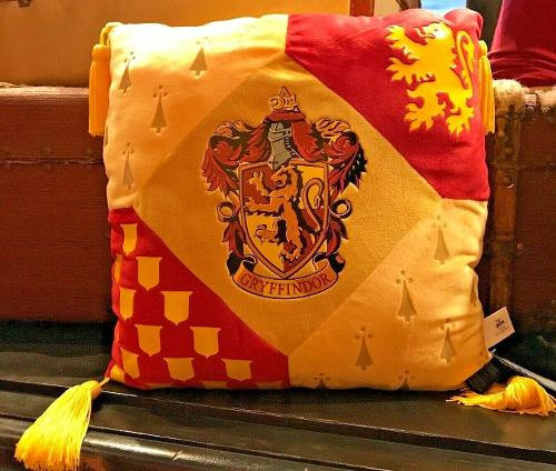 Universal Studios Wizarding World of Harry Potter Gryffindor Large Pillow New